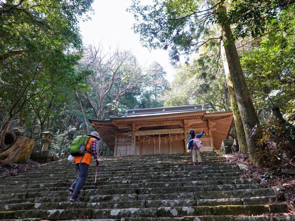 国玉神社中宮