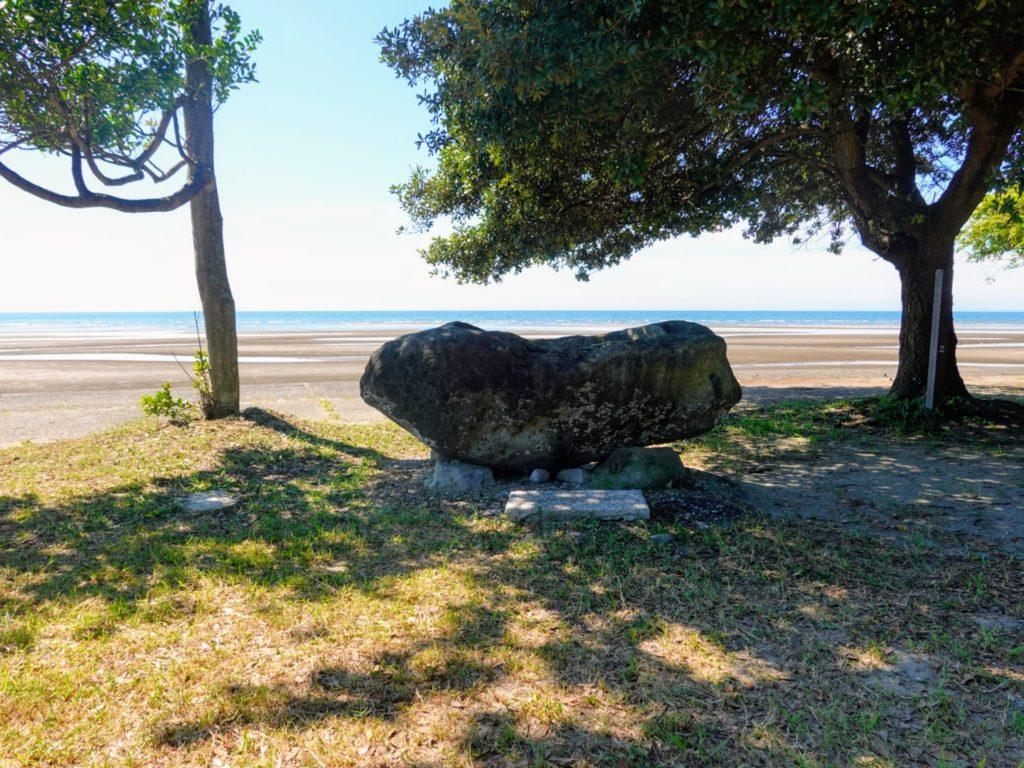 透留社の岩