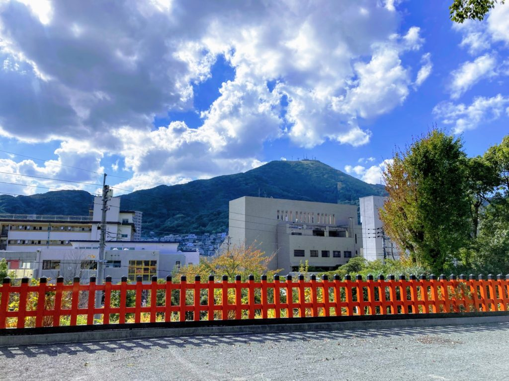 豊山八幡神社から見える皿倉山