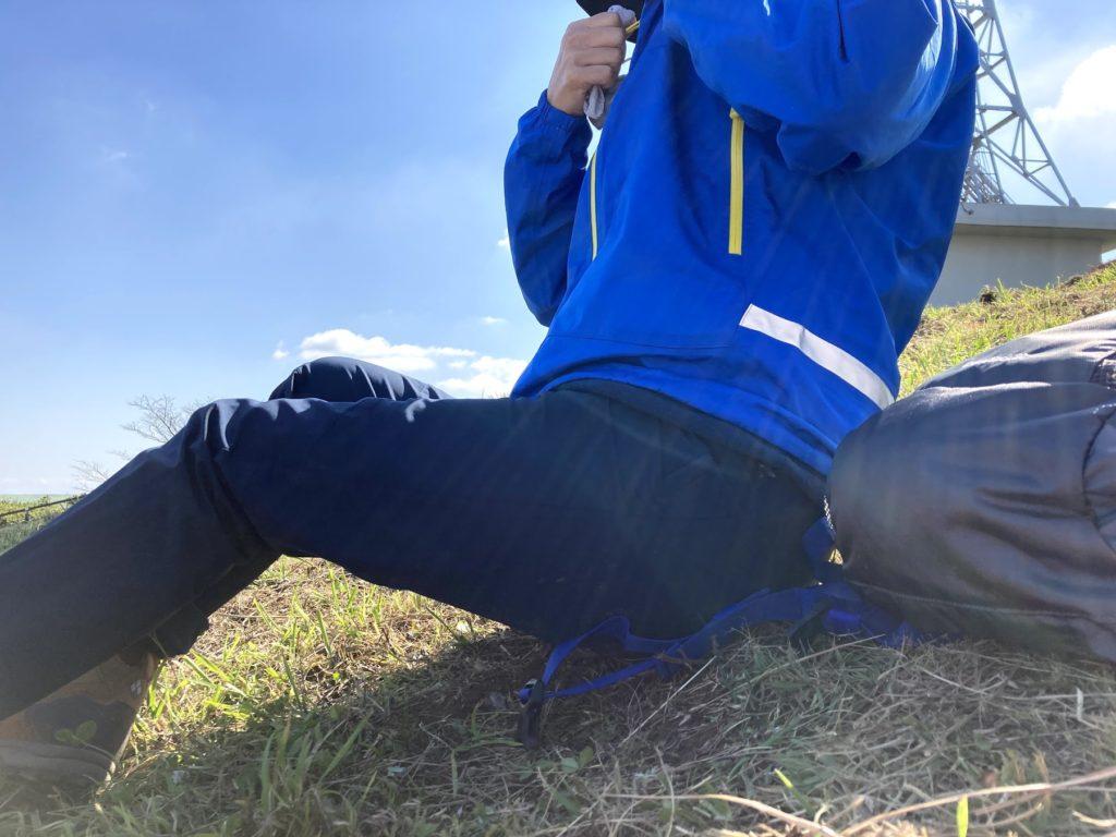 皿倉山山頂は風が強いのでアウターを重ね着