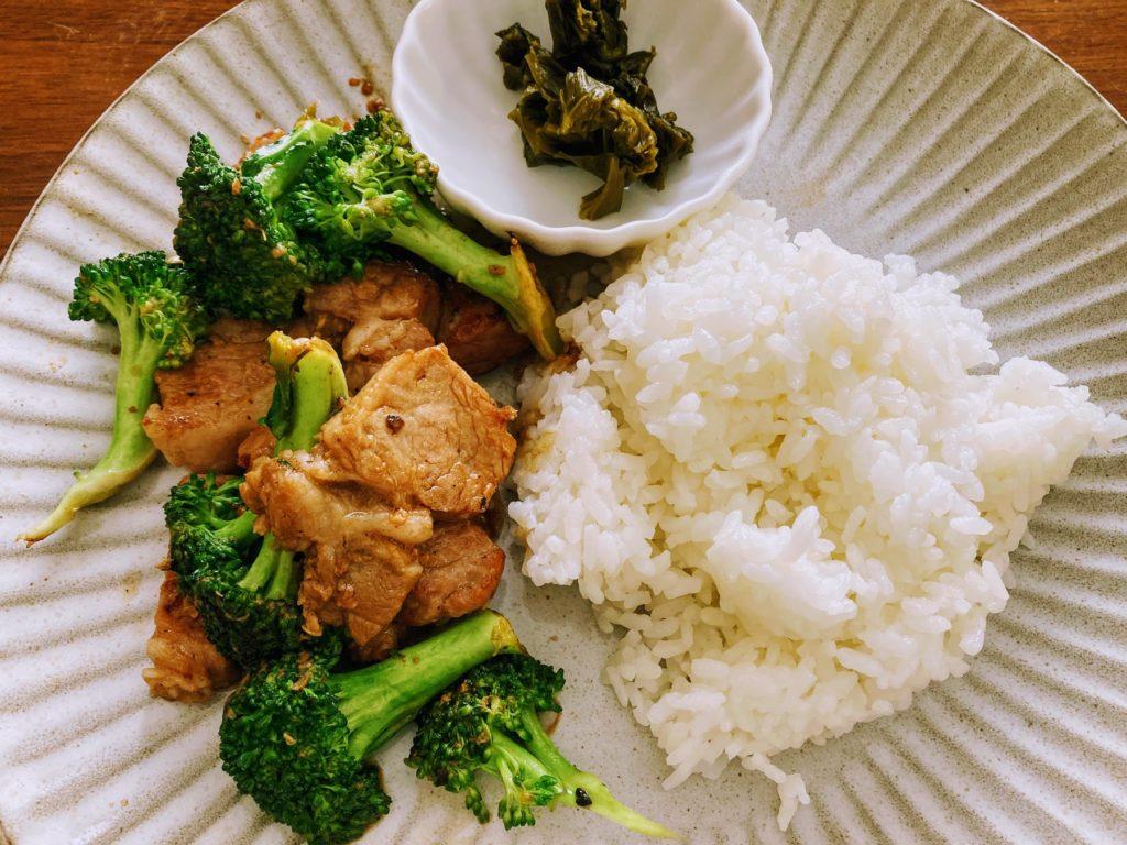 塩麹ポークと野菜炒めワンプレートランチ