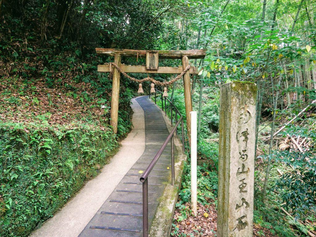 臼杵石仏に隣接する日吉神社