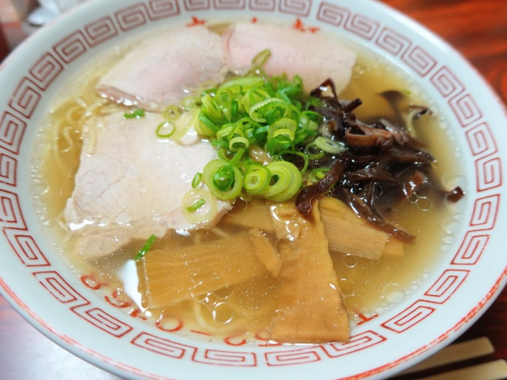 宮若市透明スープの豚骨ラーメン「来々軒」の豚骨ラーメン